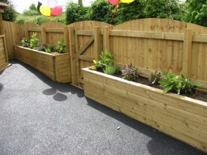 Fencing with incorporated planters
