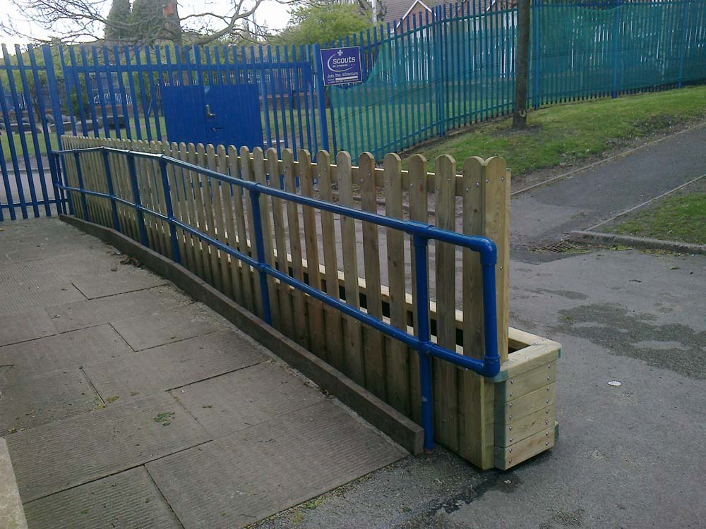 Fenced planter
