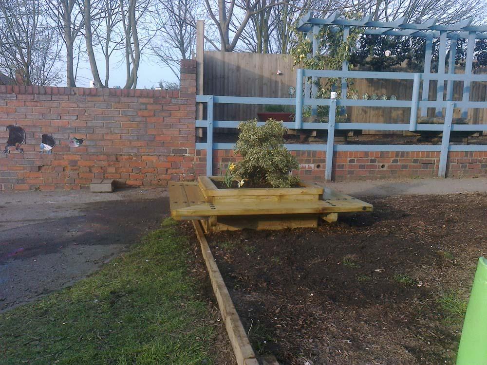 Square seated planter